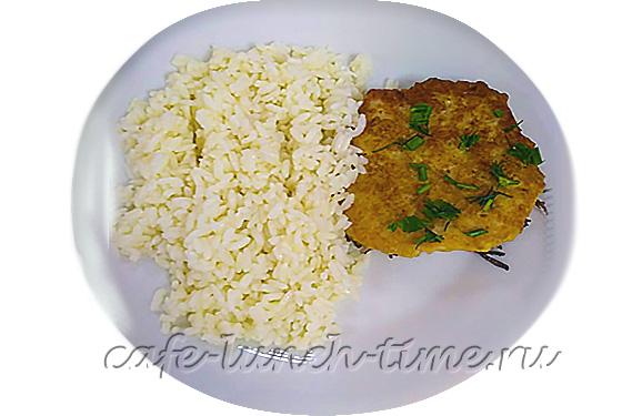 котлета куриная с рисом